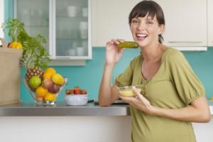 Харчування матері і її вага під час вагітності є одними з факторів, які впливають на вагу дитини