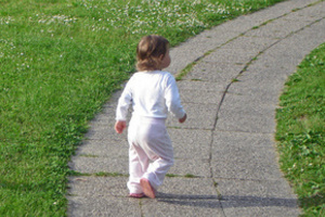 Визначити, в якому віці дитині пора йти в дитячий сад, можна тільки уважно спостерігаючи за ним