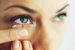 користуйтесь контактними лінзами