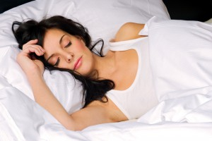 Ідеальна подушка повинна створювати між плечем і шиєю кут в 90 градусів у положенні лежачи на боку