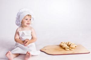 Дитині слід скоротити споживання висококалорійної їжі, солодощів, здобної випічки
