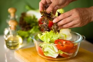Не поспішайте переходити на рослинну їжу, дайте організму звикнути
