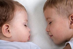 діти однолітки це подвійне щастя і турбота