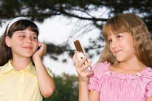 дітям слід бути обережним з мобільним телефоном
