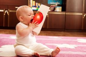 Бережи небезпечні предмети у недоступних для дитини місцях