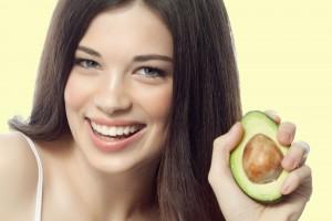 Маска з авокадо відмінно живить і зволожує шкіру, роблячи її м'якою і шовковистою