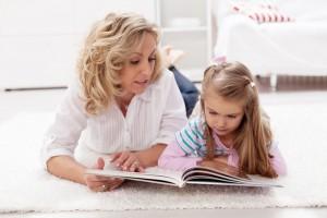 Підкресли в якомусь тексті одну букву, а потім, при читанні, нехай дитина підрахує, скільки букв він пропустив