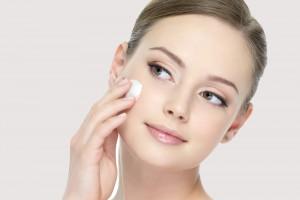За допомогою пудри можна вирівняти колір шкіри і приховати невеликі недоліки.