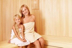 У лазні або сауні дитині краще сидіти на нижній лавці