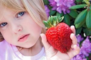 Не давай полуницю малюкові до року