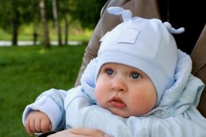 Піврічним малюкам буде зручно в комбінезоні і взуття за розміром