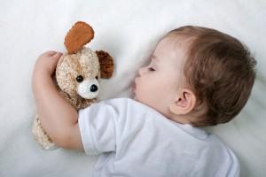 Якщо твоя дитина потіє уві сні, можливо у неї початкова стадія вірусного захворювання