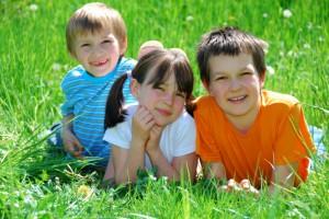 У гардеробі кожної дитини має бути не менше п'яти літніх футболок і маєчек, а також вільні брюки та легкі спіднички
