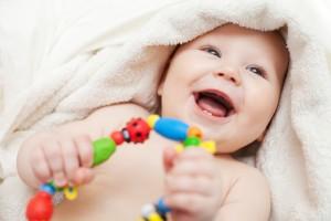 Обирай дитині яскраві іграшки, але стеж, щоб на них була позначка - харчова пластмаса