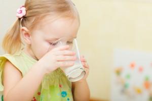 Обов'язково давай дитині на сніданок молочні продукти