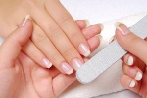 Догляд за нігтями зимою
