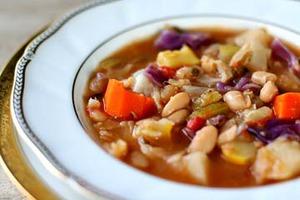 Суп з квасолі і ковбаси