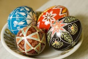 Як прикрасити пасхальні яйця своїми руками