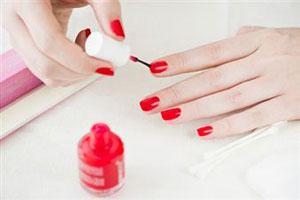 Чи можна фарбувати нігті під час вагітності