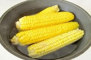 Як зварити кукурудзу