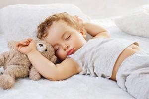 Скільки треба спати дітям