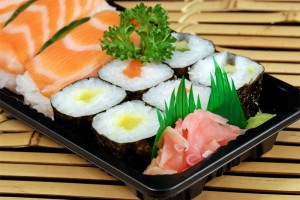 Как же коптят и солят рыбу и как приготовить суши