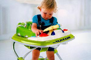 Чи потрібні малюкові ходунки