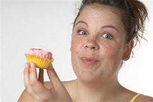 Чому вагітним не можна їсти солодощі