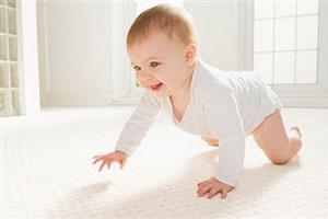 Повсякденні розвиваючі ігри з немовлям