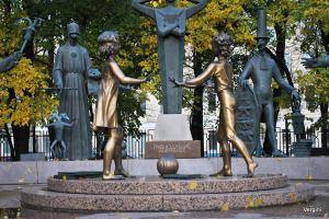 Необычные памятники в Москве