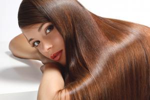 яблучний оцет допоможе відновити ламке і сухе волосся, а також зміцнити волосся при випаданні