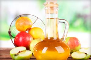 яблучний оцет часто використовується в салатах і овочевих стравах